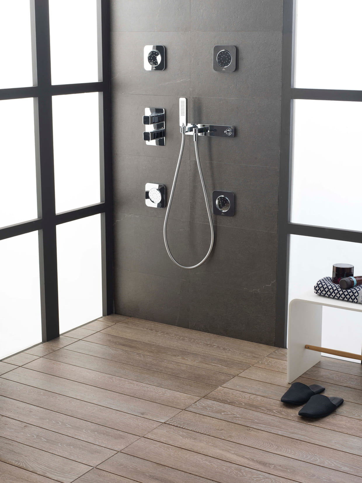 Syst me d 39 vacuation invisible par porcelanosa for Systeme evacuation douche italienne