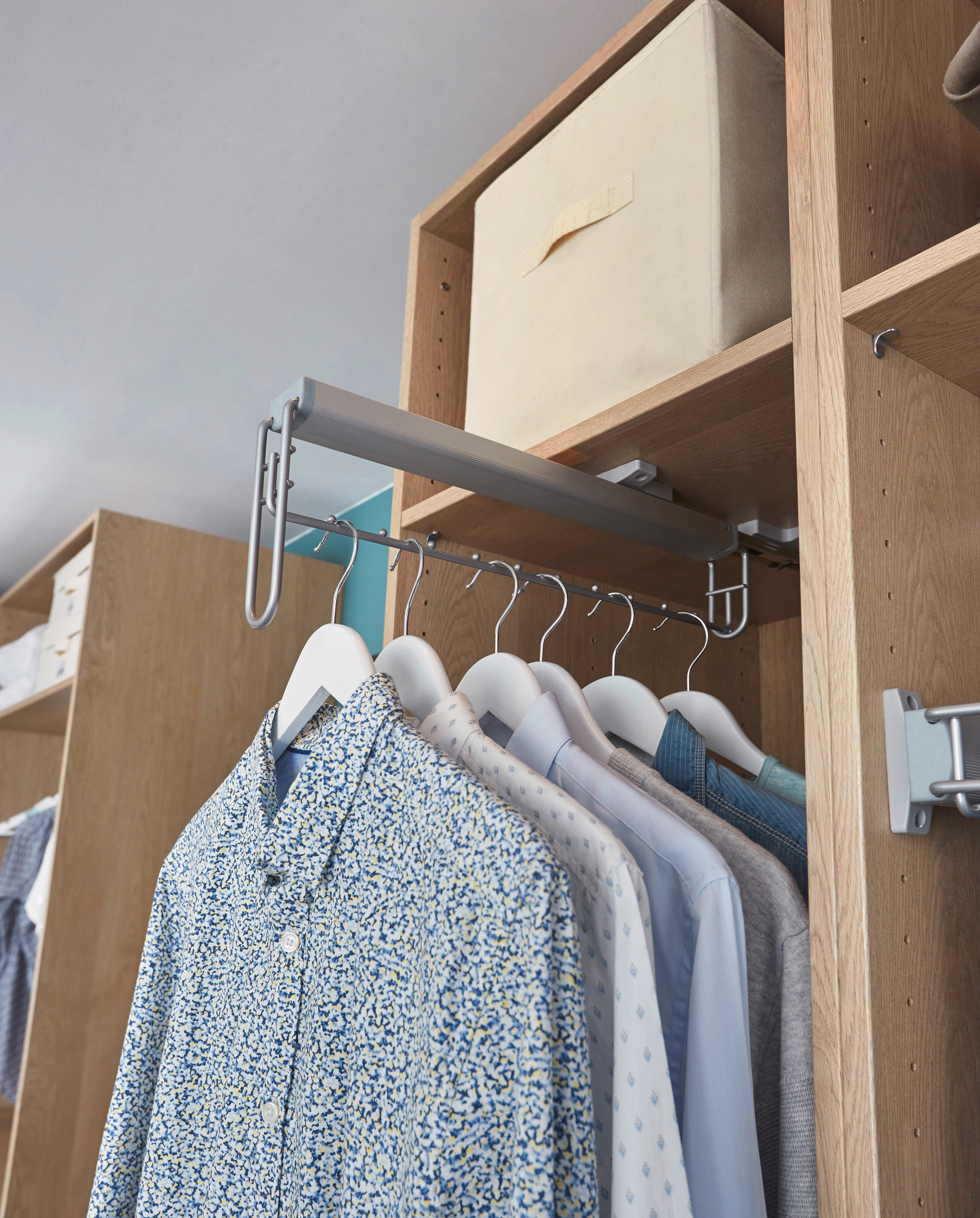 Comment organiser et optimiser un dressing for Barre de penderie escamotable