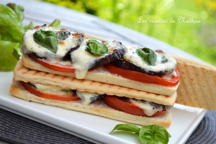 Panini aux aubergines, tomates et mozzarella