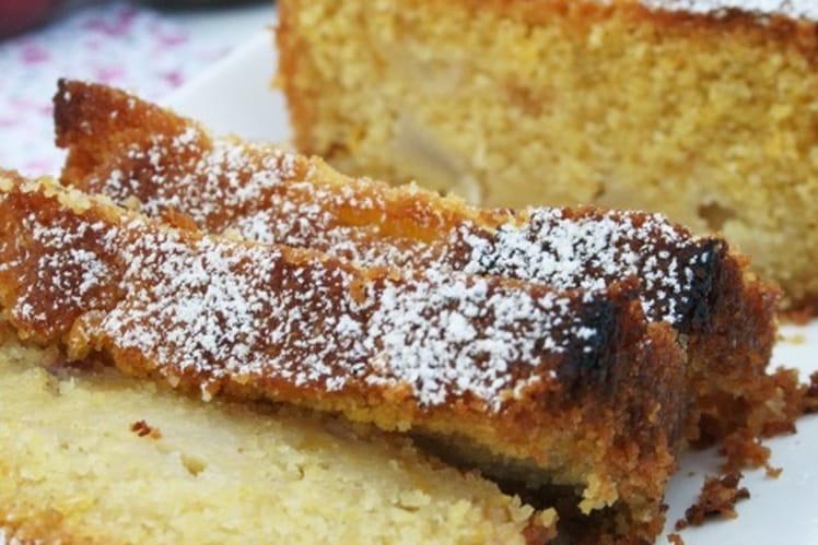 Cake bio de polenta aux pêches, sans oeufs et sans gluten