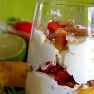verrine tropicale de fruits frais