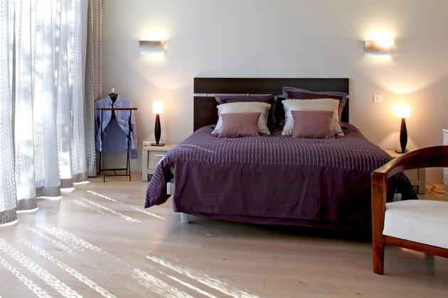 Un linge de lit aubergine