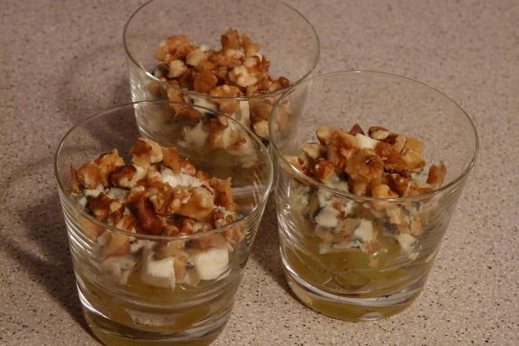 Verrines roquefort, noix et raisin