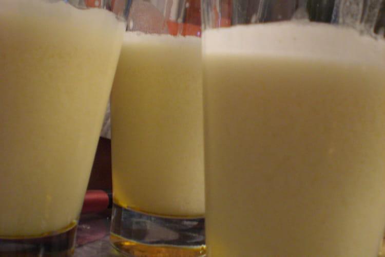 Punch au jus d'ananas, orange et lait de coco