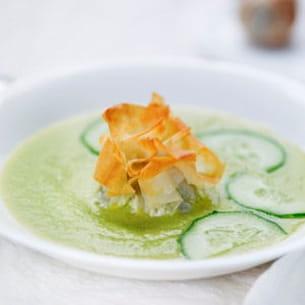 soupe de concombre au beurre d'ail et aumônières d'escargots