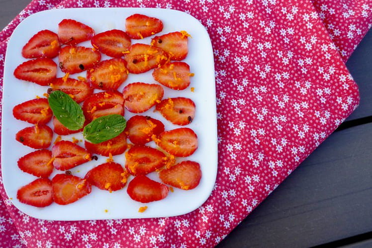 Carpaccio de fraises au vinaigre de cidre, curcuma