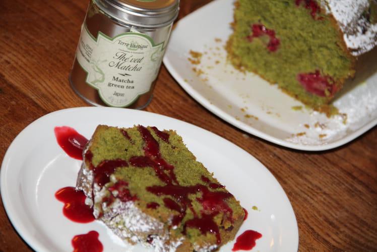 Cake émeraude au thé vert matcha et aux framboises