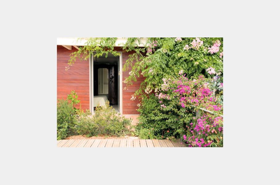 Une porte sur la nature villa de m tal vue sur mer for Les jardins de la villa porte maillot