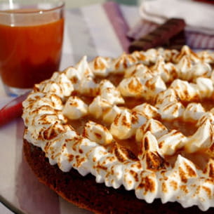gâteau au chocolat meringué et caramel au beurre salé