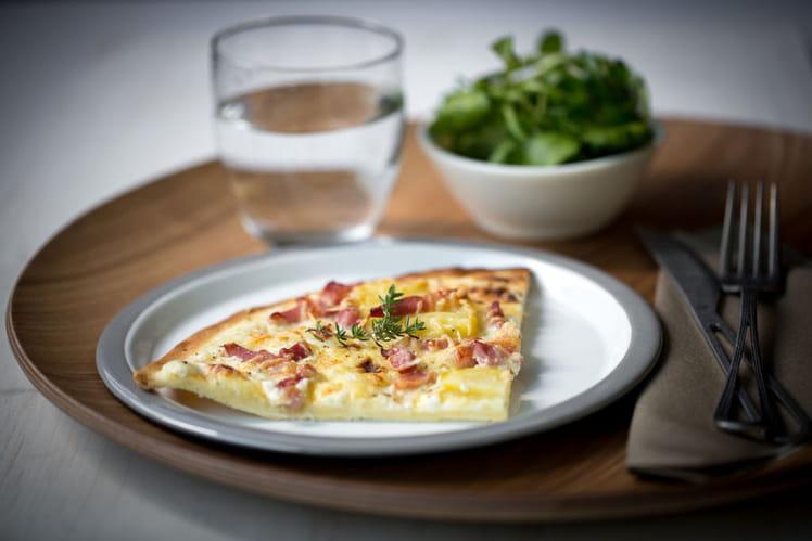 Pizza à la crème fraîche et aux lardons