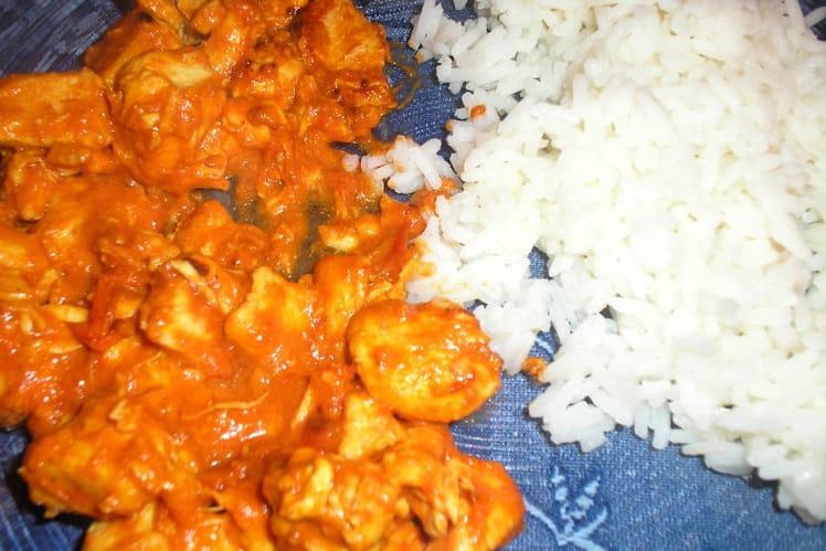 Curry de poulet à la tomate et lait de coco