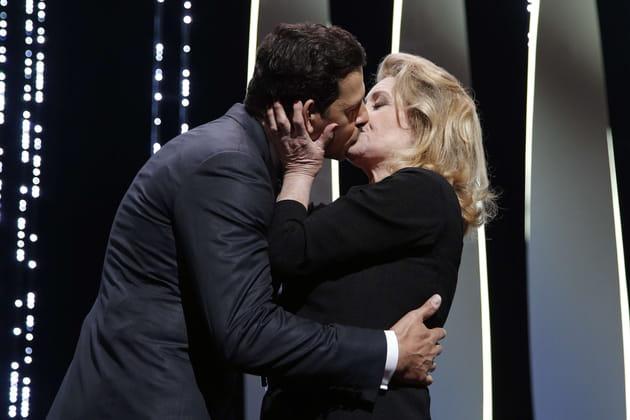 Laurent Lafitte et Catherine Deneuve ont échangé un baiser de cinéma