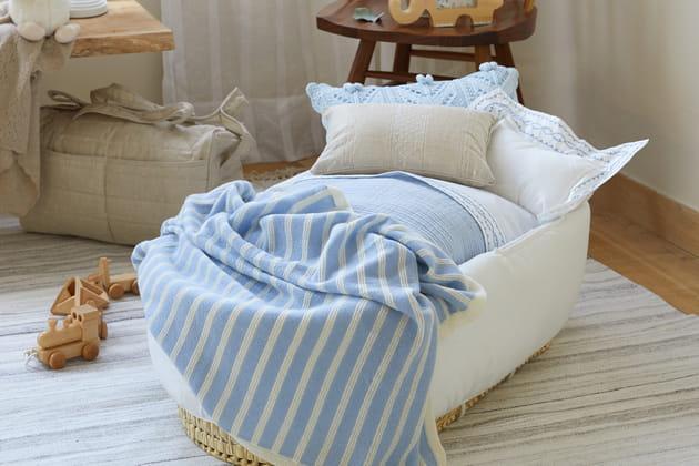 du joli linge de lit pour b b. Black Bedroom Furniture Sets. Home Design Ideas