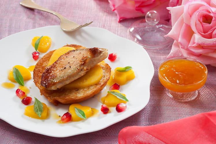 Le Foie Gras poêlé sur tendre brioche et coulis de mangue