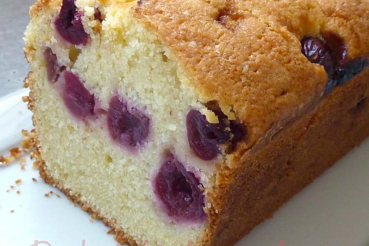 Cake à la purée d'amandes et aux cerises