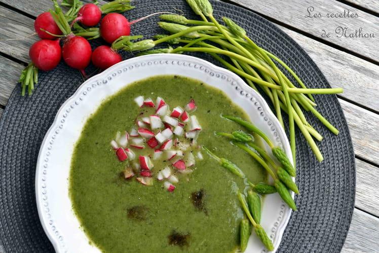 Soupe froide de laitue, radis et asperges
