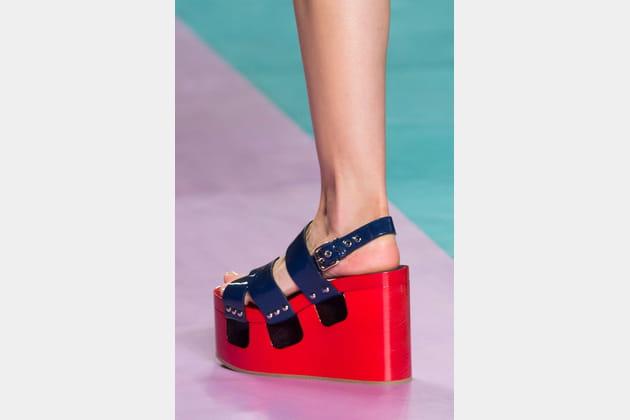 Les sandales color block compensées du défilé Miu Miu