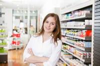 le pharmacien vous conseille sur les interactions entre les médicaments.