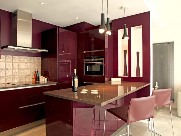 une cuisine ouverte prune. Black Bedroom Furniture Sets. Home Design Ideas