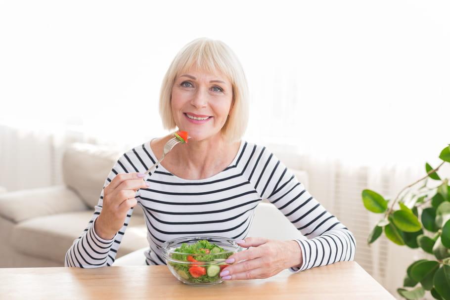 Alimentation et ménopause: poids, bouffées de chaleur, conseils