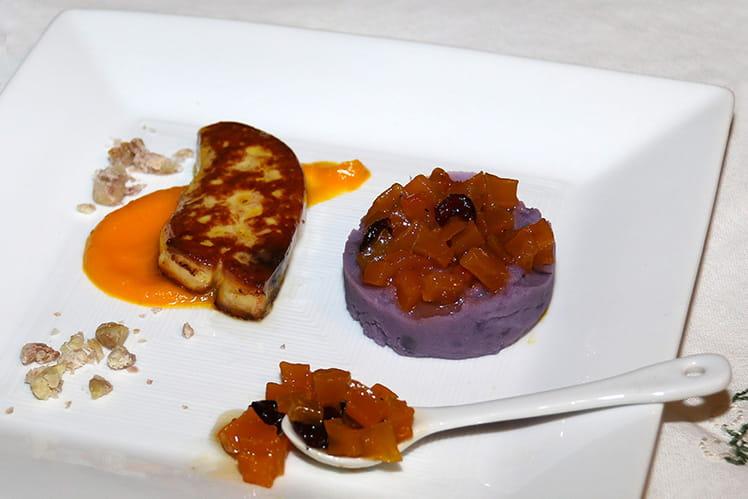 Escalope de foie gras poêlée, confiture de butternut et écrasé de Vitelotte
