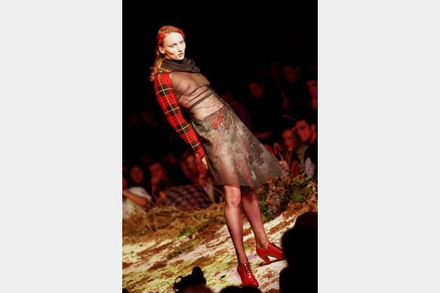 """Défilé Alexander McQueen """"Highland rape"""" automne-hiver 1995-1996"""