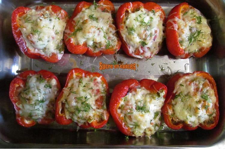 Poivrons farcis au poulet, tomates et fromage