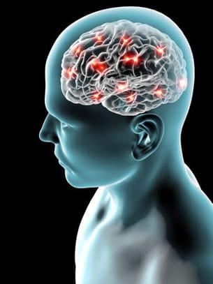 les maux de tête peuvent être dus à une déshydratation.