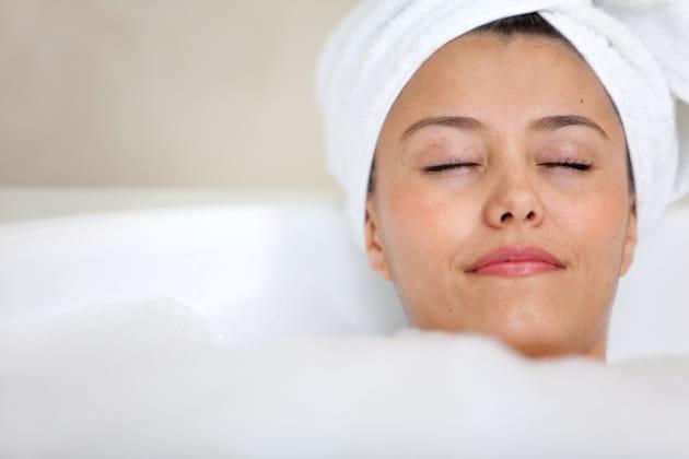 Les bains chauds facilitent l'endormissement ?
