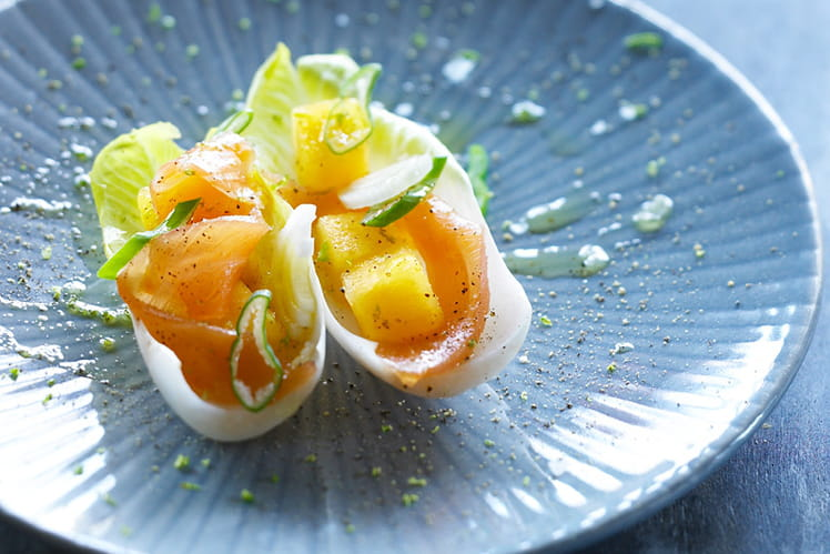 Tapa de kaki persimon, endive et saumon fumé