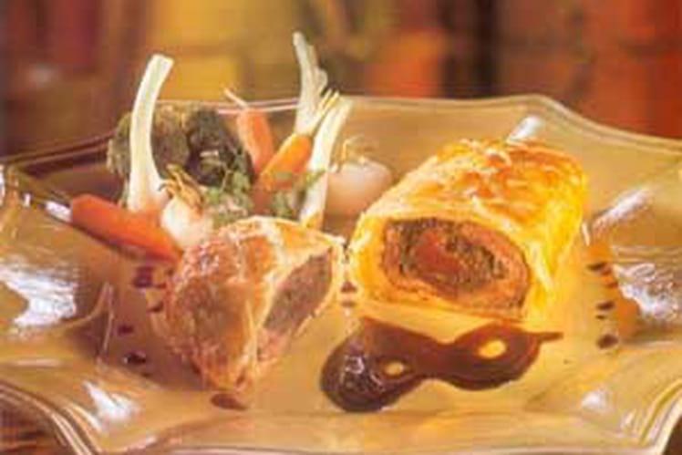 Filet d'agneau fourré en croûte et légumes