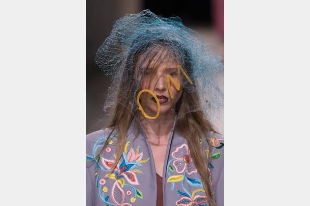 La voilette à inscription du défilé Vivienne Westwood