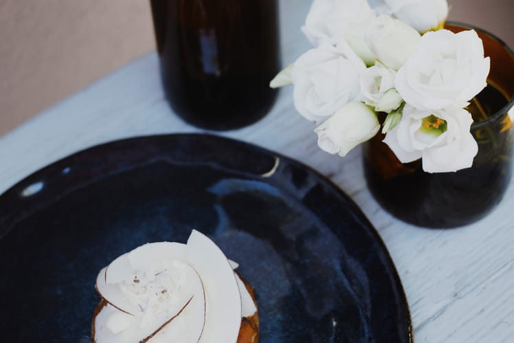 Tarte amandine abricot et crème romarin