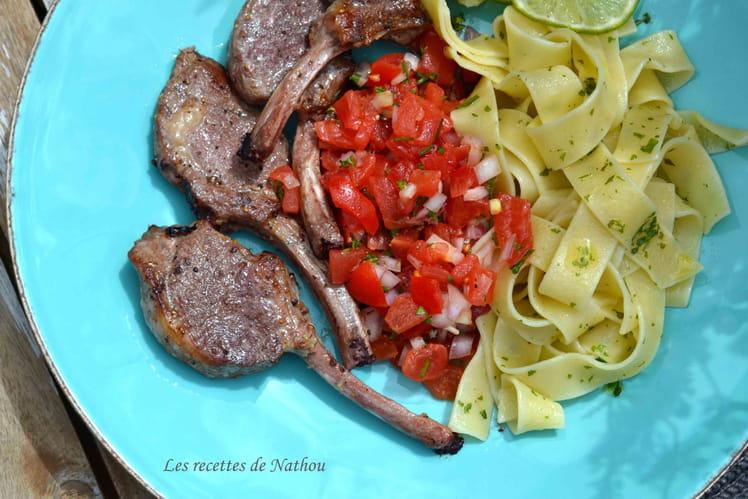 Manchettes d'agneau, salsa de tomates et échalotes au citron vert, pappardelles au basilic