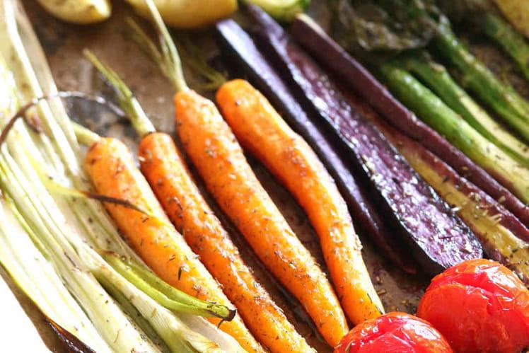 Légumes de printemps rôtis au four
