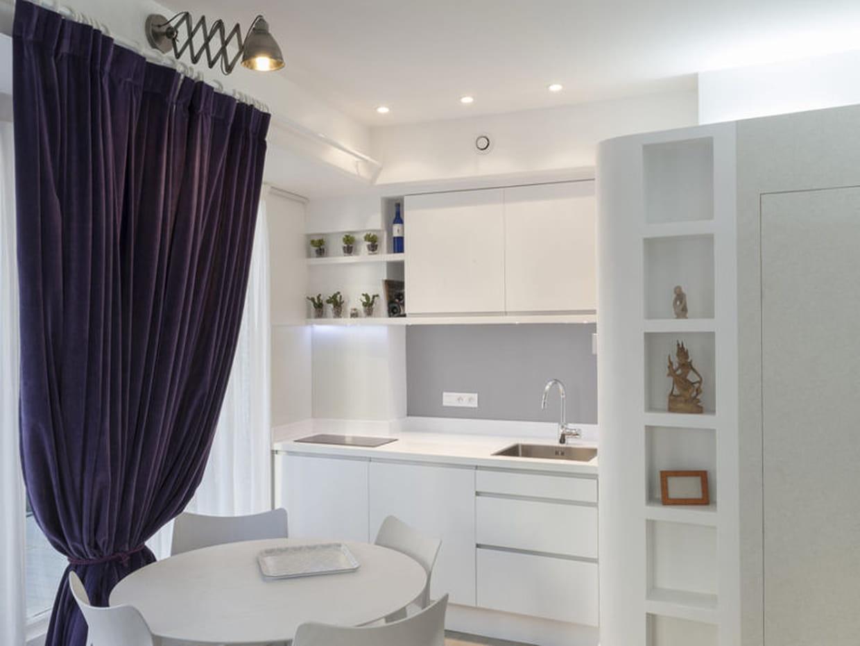 apr s une cuisine immacul e. Black Bedroom Furniture Sets. Home Design Ideas