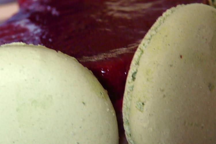 Mousse chocolat blanc pistache et miroir framboise