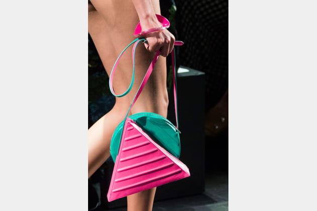 Les sacs géométriques du défilé Jeremy Scott