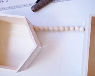 enfiler une première rangée de perles