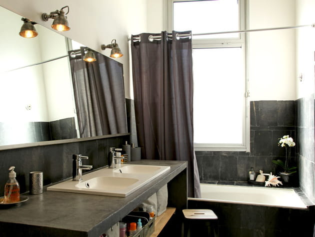 Salle de bains noir ardoise