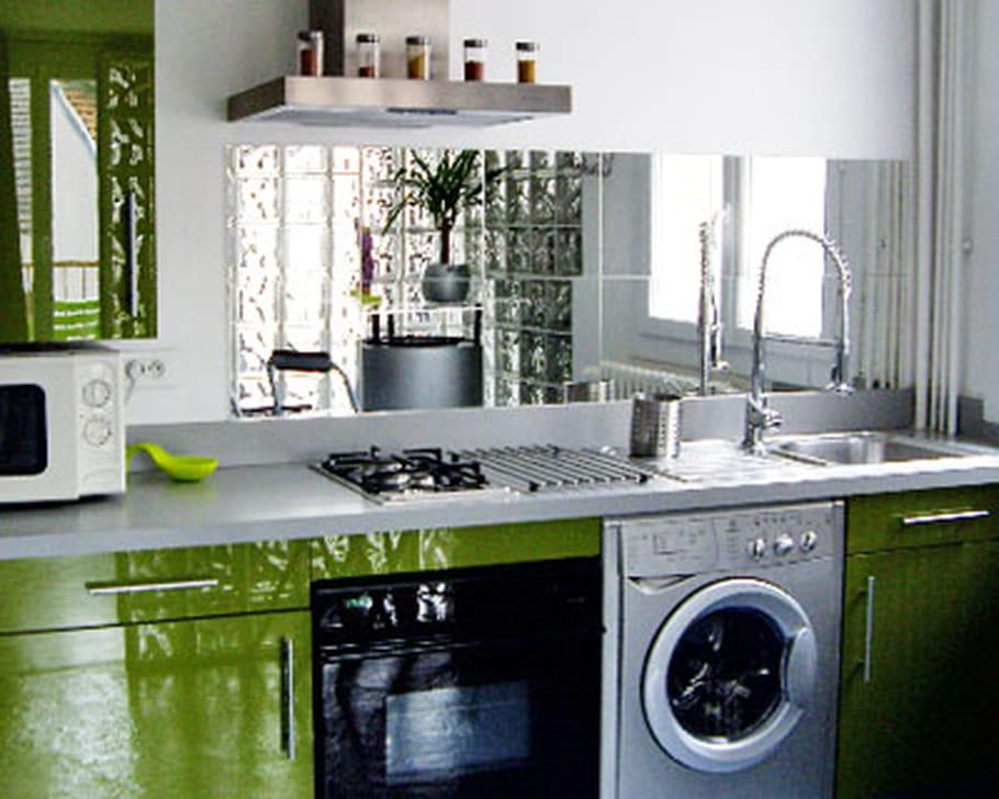 cr dence en miroir. Black Bedroom Furniture Sets. Home Design Ideas