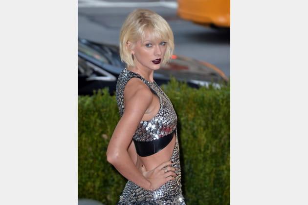 Le carré froissé de Taylor Swift