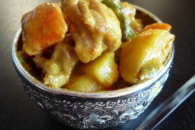 Curry de poulet aux épices et ses légumes