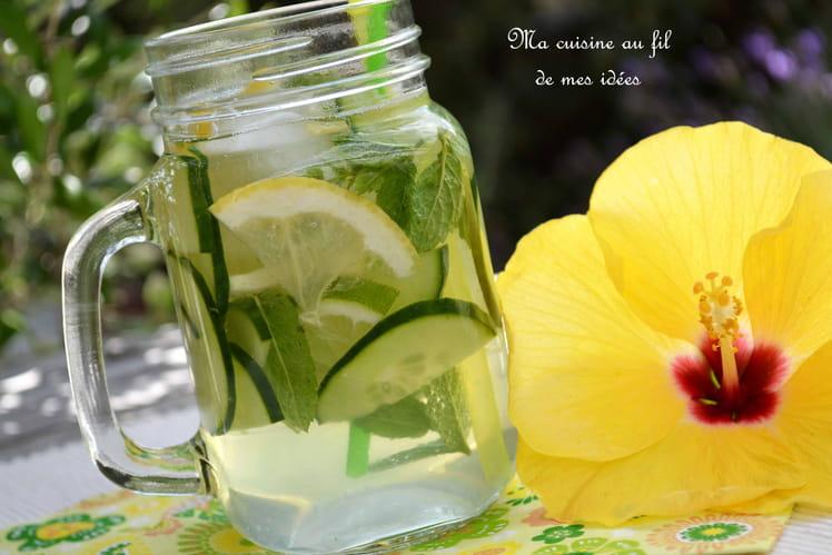 recette d 39 eau p tillante au concombre menthe citron vert et citron jaune detox water. Black Bedroom Furniture Sets. Home Design Ideas
