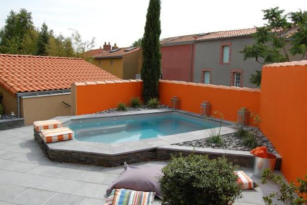 Une mini piscine design pour embellir un petit espace - Jardin petit espace ...