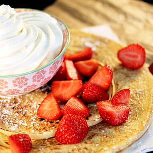 pancake hollandais fraises et chantilly