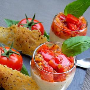 panna cotta au parmesan, tomates-poivrons et tuiles poivrées