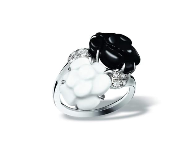 """Bague """"Toi & Moi - Mini camélia sculpté"""" de Chanel"""