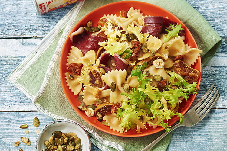 Salade de farfalles au magret de canard, fruits secs et miel
