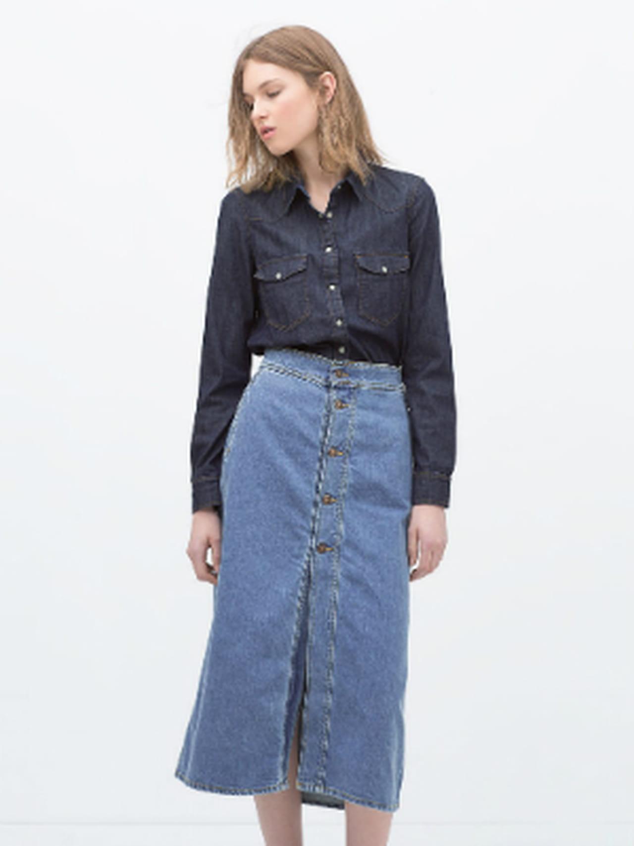 625ff4636e0fc8 Jupe longue boutons en jean bleu de Zara